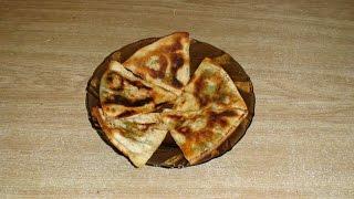 Лаваш жареный с сыром и зеленью.