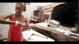 Oyaya (La joie!)  clip - Erika Lernot