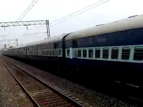 Offlink TKD WDM-3A Howrah Bhopal Express rushes through HB Chord