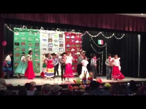 5th grade Onesimo Hernandez Elementary School 5 de Mayo dance