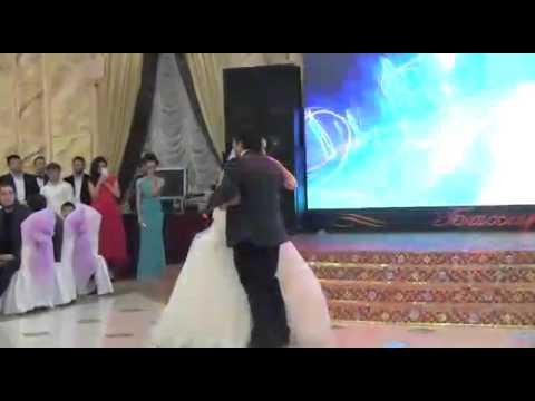 Сестра поет на свадьбе сестре