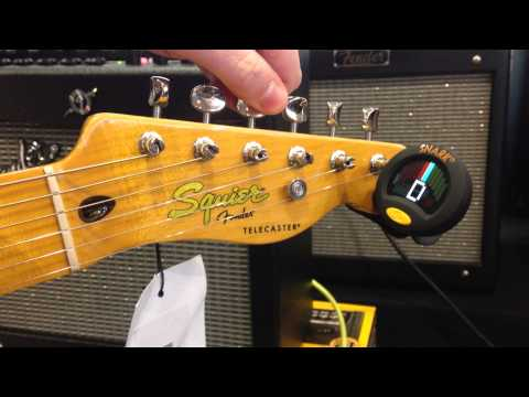 tuning-up-an-electric-guitar-with-a-snark-sn-8-clip-on-tuner