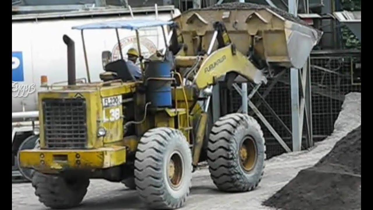 Concrete Plant Loader : Furukawa wheel loader fl loading batch plant youtube