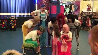 Skyline Gang balloon puppet show Candi makes Izzy a pig Dec 2015 Butlins Skegness