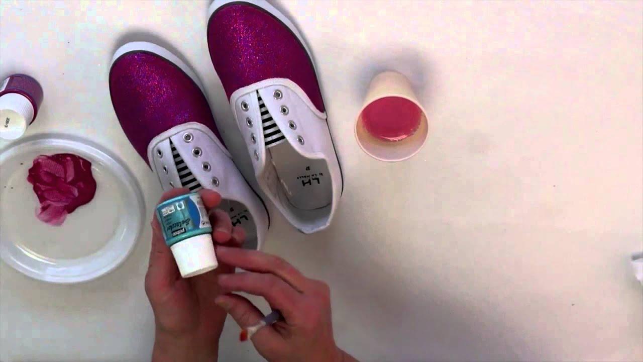 Customisez vos baskets avec la peinture tissus Setacolor de Pebeo