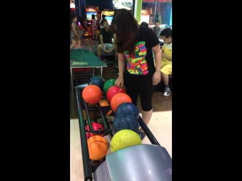 Tài không đợi tuổi - Phát hiện em bé chơi bowling tuyệt đỉnh