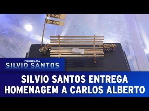 Silvio Santos entrega homenagem a Carlos Alberto de Nóbrega | Programa Silvio Santos (06/08/17)