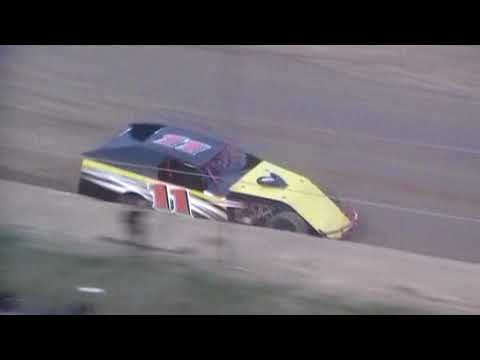 05/19/18 Modified Heat Race Crowley's Ridge Raceway