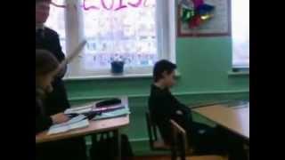 Спал  на уроке,разбудили)))