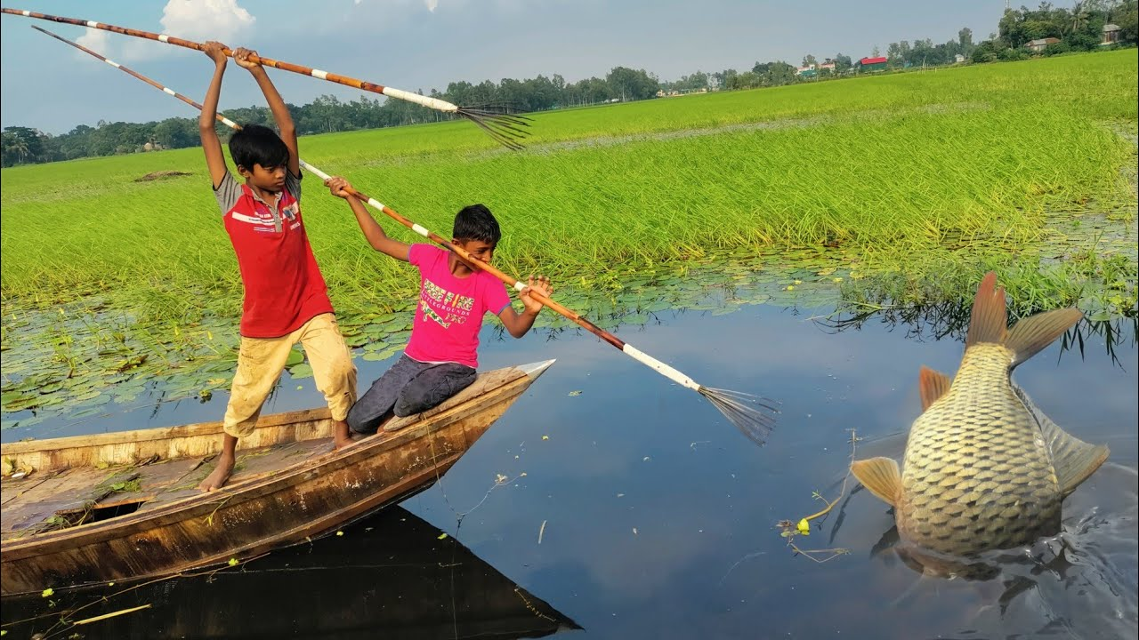 Best Unique Kids Bowfishing From Boat💖 Best Boat Fishing💖Bamboo Crossbow Fishing Technique From Boat