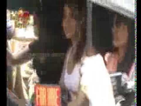 Sunny Leone Promotion for 'Ragini MMS 2' at auto Rickshaws Travel Video