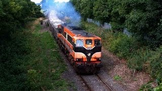 087 on a Tara mines - Alexandra Road laden ore train departing Navan 26-July-2005