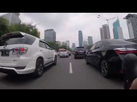 Road bike vs Jakarta Traffic Jam