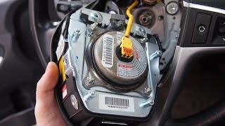 Снятие датчика поворота руля и подушки безопасности Hyundai i30(Перед снятием подушки безопасности, дабы не случилось неожиданного хлопка, отключим клеммы аккумулятора,..., 2016-01-30T17:56:59.000Z)