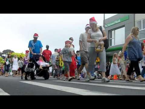 Browns Bay Santa Parade 2010
