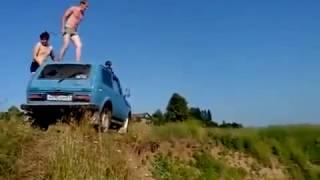 Неудачный прыжок в воду с машины