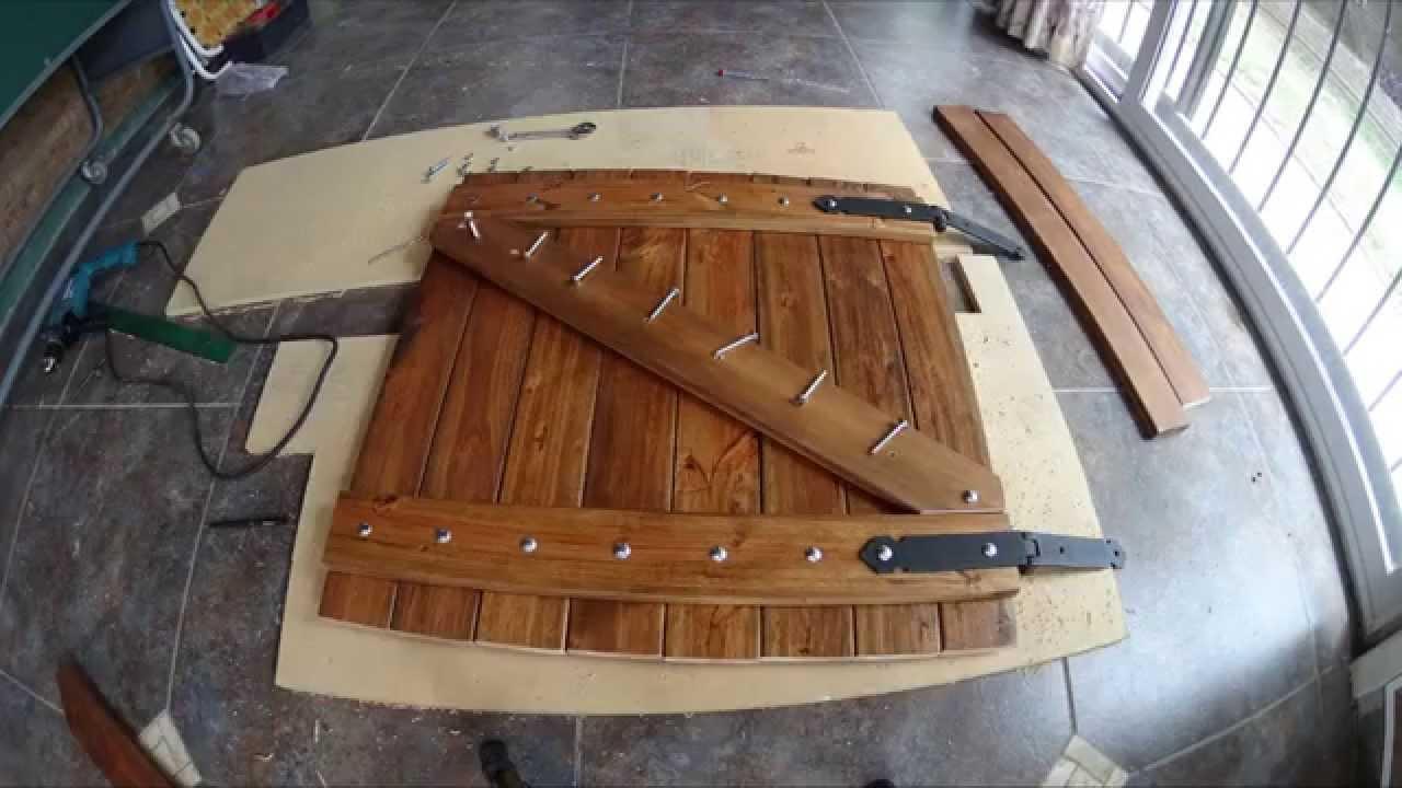 Puertas bajo asador youtube for Puertas pequenas de madera