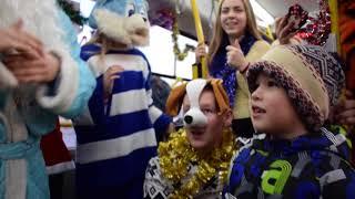 Дед Мороз поздравляет пассажиров