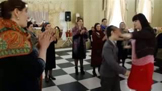Зажигательная свадьба в Дагестане. поет Курбан Гусейханов