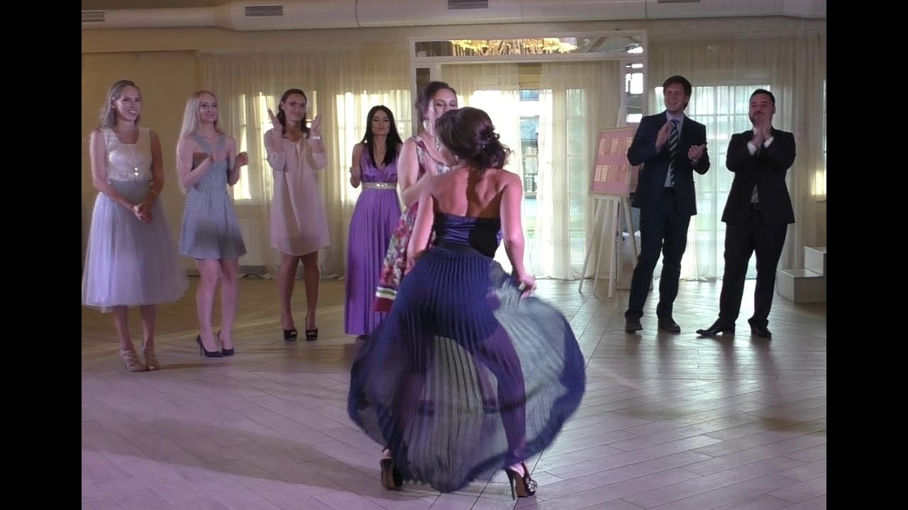 Танец тамады и жениха