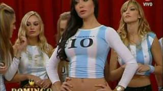 Repeat youtube video Hot Girls from Argentina playing bowling
