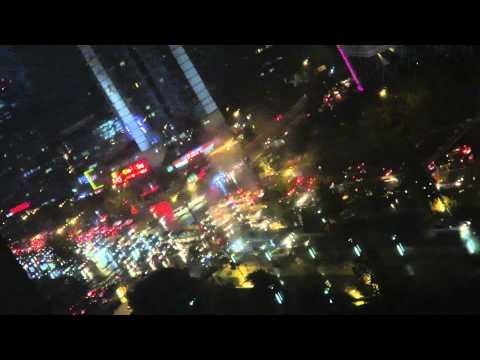 夜も混雑する朝陽門交差点 chaoyangmen Center Town: Busiest Intersection in China