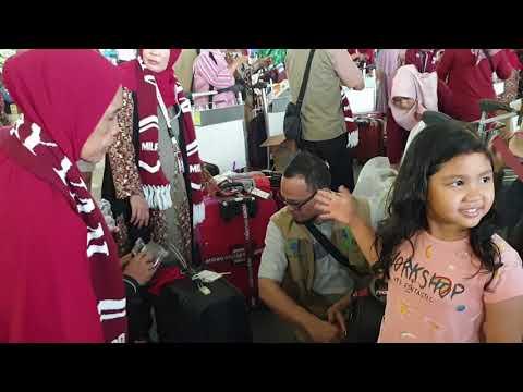 Perjalanan umroh with my 'mom..   Back sound sholawatan by teman族 santri di PonPes Darul Falah Rinca.
