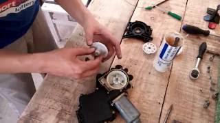 видео Тема: Снятие моторчика стеклоподъемника своими руками.