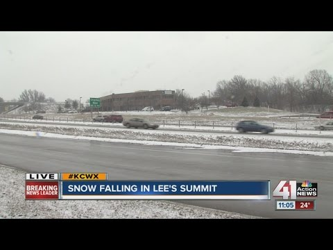 Snow falling in Lee's Summit