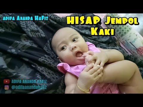 Video Bayi Lucu Menghisap Jempol Kaki Bermain Sambil Ketawa Bayi | Adifa Ananda Hafiz