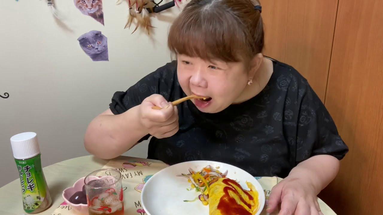 おでぶ!遅い昼御飯(冷凍エビチャーオム&カラフルサラダ)を食べる‼︎😋