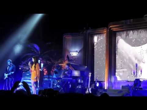 "LANA DEL REY: ""Knockin' On Heaven's Door"" Live In Italy"