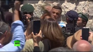 Israeli officer punches Muslim worshiper in the face as clashes continue near Temple Mount thumbnail