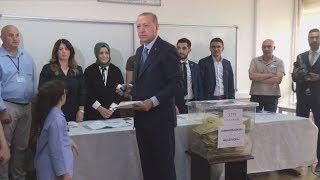 トルコ大統領、強権確立か 節目の選挙、中東に影響も