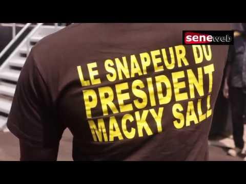 Niang Xaragne Lô le snappeur de Macky Sall se donne en spectacle et offre des liasses