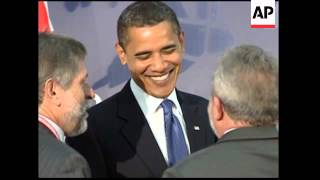 Download Video Lula da Silva presents Obama with Brazilian football shirt MP3 3GP MP4