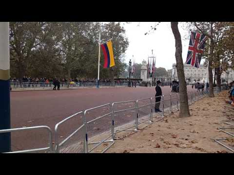 British Guards welcome Colombian President to London