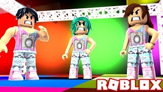 COPYING CLOTHES IN FASHION FRENZY (AND THEY ARE ENFADING!) in ROBLOX💄😡