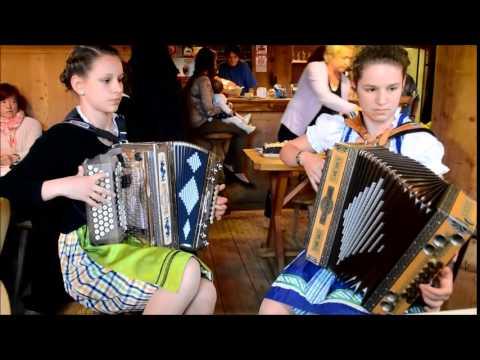 """Ich hör so gern Harmonika"" von Slavko Avsenik mit Melanie und Jolanda"
