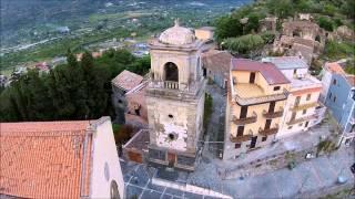 Visitate francavilla di sicilia, a 18 km dal mare e alle pendici dell'etna è denominata la perla dell'alcantara.