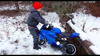 Kids Pretend Play and Ride on Tractor to tow the Stuck Bike / Video for Children