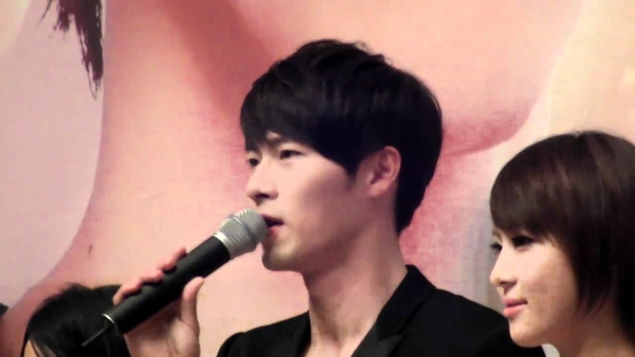 Hyun bin en la presentacion de la telenovela el jardin for Bazzel el jardin de los secretos