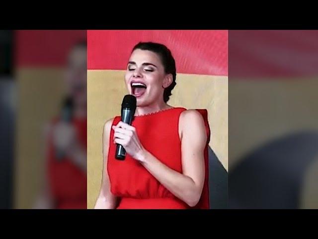 El sorprendente himno de España de María Lapiedra