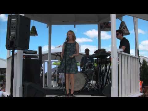 Sydney soul groove jazz singer Kirsten Allison performing Cruisin' Sydney food & wine fest
