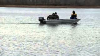 Алюминиевая лодка KRAFTER420 на испытаниях.(31.10.2012 проводились ходовые испытания корпуса Крафтер 420 Длина корпуса 4.2м ширина 1.6м, высота борта на миделе..., 2013-03-09T05:05:54.000Z)