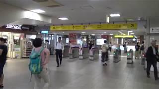 西武池袋線練馬駅の改札口の風景