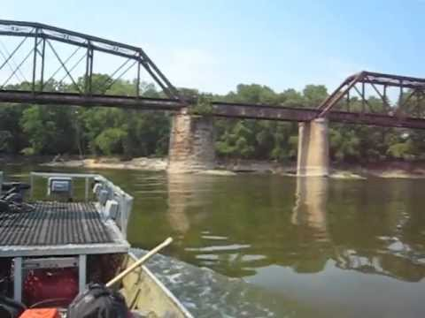 Aerial bowfishing on the Wabash River in Terre Haute Indiana - shot in mid-air!