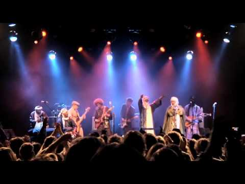 """Tinariwen & Red Hot Chili Peppers - """"Cler Achel"""""""