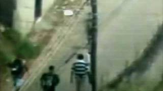 Tiro certeiro em traficante (Vídeo completo) / Sniper shoots a straight shot at the smuggler