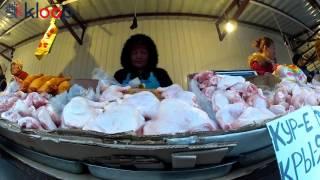 Продавщица окорочков на Ошбазаре обманывает на весах